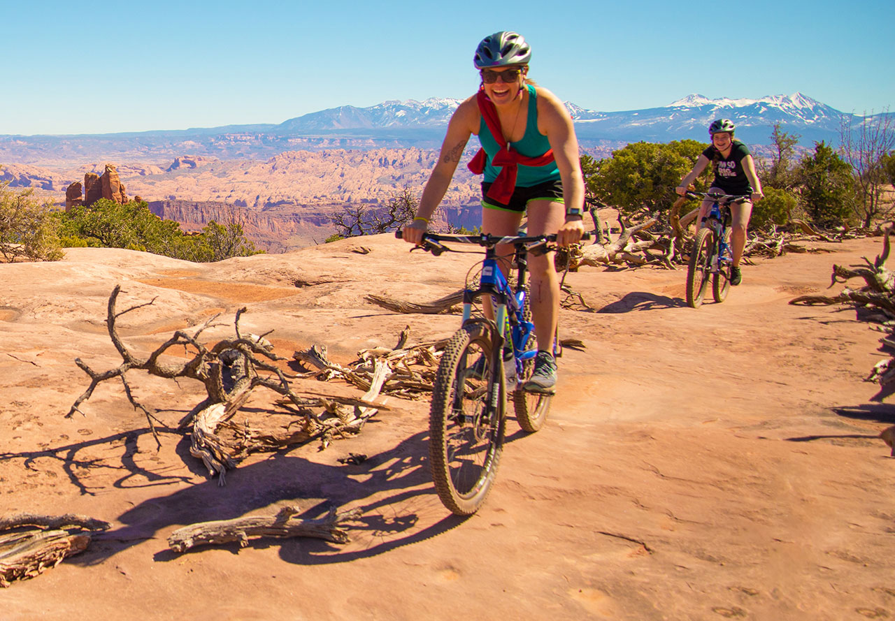Mountain bikers at Dead Horse Point State Park.